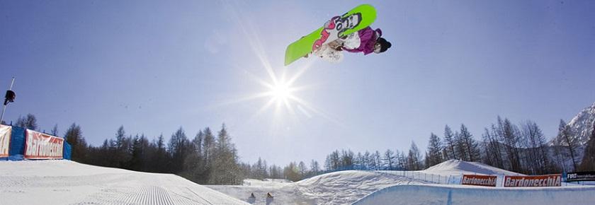 c238b3547c255 Gli amanti dello snowboard possono trovare a Bardonecchia discese e  strutture per tutti i gusti e tutti i livelliadeguate sia per chi mette la  tavola ai ...