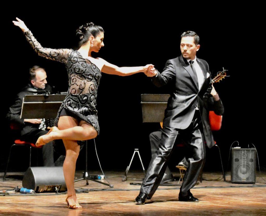 Tango Rosso Argentina. I ballerini Elena Garis e Marcello Ballonzo (Foto Gian Spagnolo)