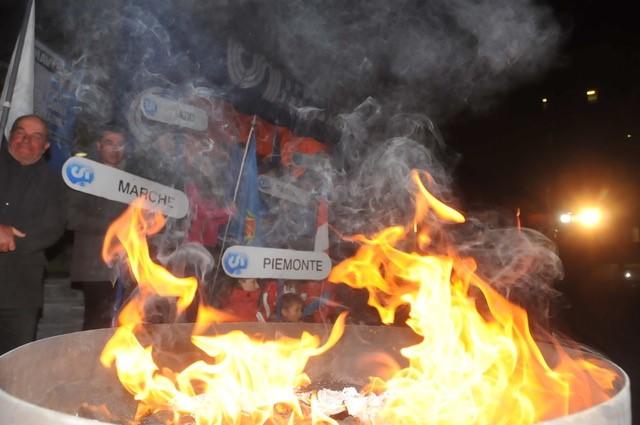 Accesa la fiaccola olimpica del 21° Campionato Italiano CSI di sci alpino (Foto Gian Spagnolo)