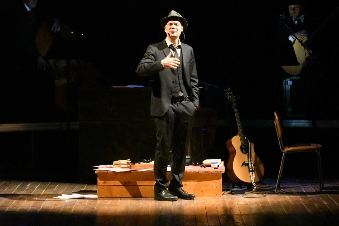 Carlo Roncaglia, interpreta Leonard Cohen (Foto Gian Spagnolo)