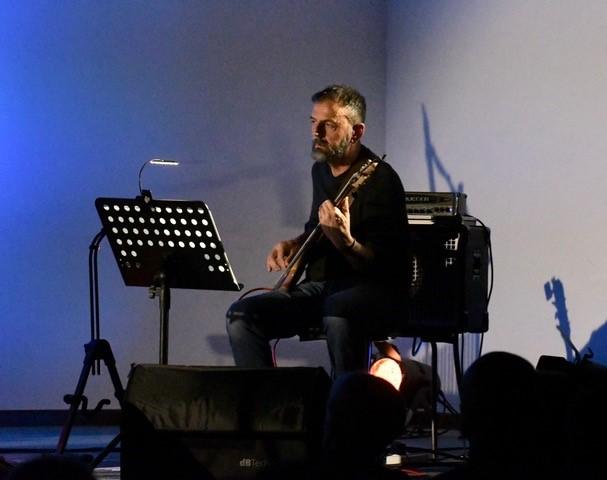Daniele Ducci, basso elettrico (Foto Gian Spagnolo)