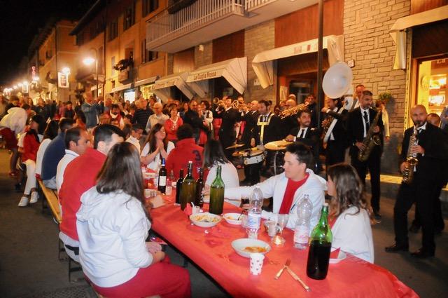 Cena In bianco e rosso (foto Gian Soagnolo)