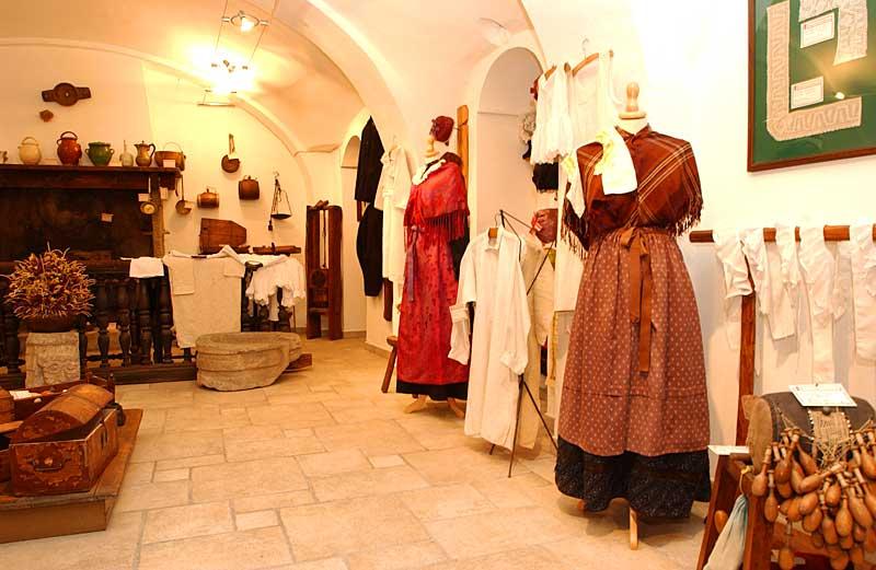 """Apertura del Museo Civico Etnografico con il presepe """"Nato in una stalla… tra i monti"""""""