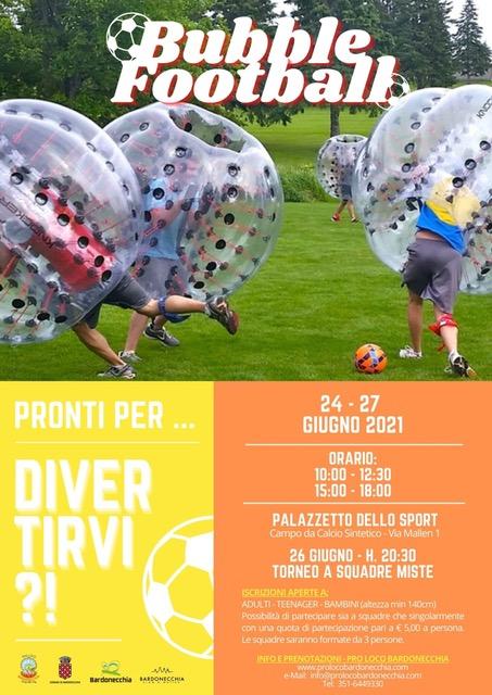 DIVERTIMENTO ASSICURATO GIOCANDO A BUBBLE FOOTBALL